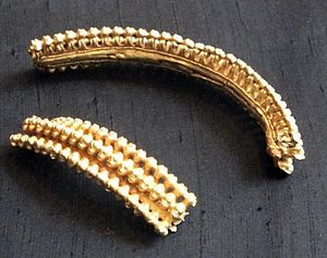 Stirling torcs - 3) Fragments of torc apparently from southwestern France