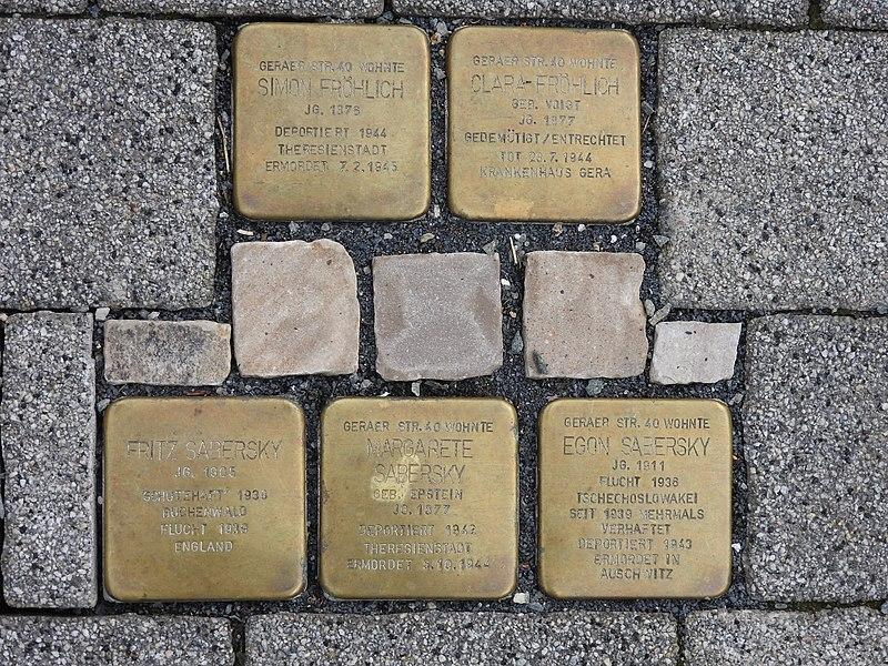 File:Stolpersteine Geraer Straße 40, Weida.jpg