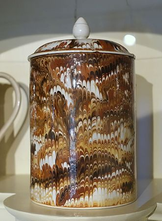 Slip (ceramics) - Chinese porcelain sugar bowl with combed, slip-marbled decoration, c. 1795