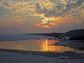 Arak, Iran - Image: Sunset over frozen Meyghan Salt Lake