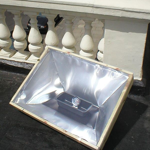 Cocinando con el Sol 600px-Sunstove-horno-solar