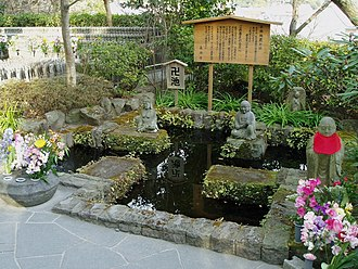 Glossary of Japanese Buddhism - Image: Swastika pond hasedera kamakura japan