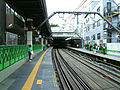 Tokyu-railway-toyoko-line-Daikan-yama-station-platform 20080822.jpg