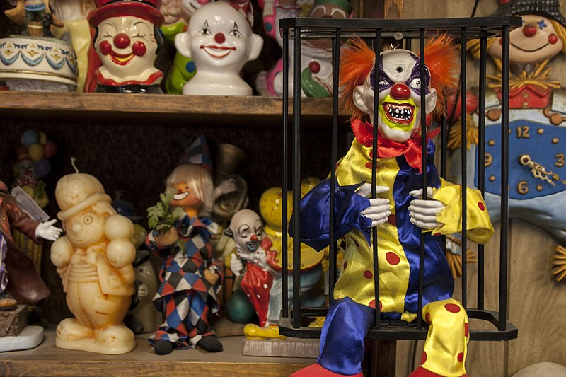 File:Tonopah, Nevada Clown collection.jpg