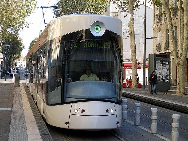http://upload.wikimedia.org/wikipedia/commons/thumb/9/9f/Tramway_de_Marseille_-_Ligne_1_-_Jean_Martin_03.jpg/800px-Tramway_de_Marseille_-_Ligne_1_-_Jean_Martin_03.jpg