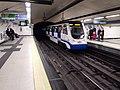 Tren linea 3 de Metro Madrid llega a Sol.jpg