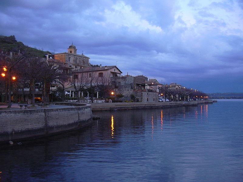 http://upload.wikimedia.org/wikipedia/commons/thumb/9/9f/Trevignano_Romano.JPG/800px-Trevignano_Romano.JPG