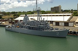 USS Defender in Pearl Harbor tijdens RIMPAC04