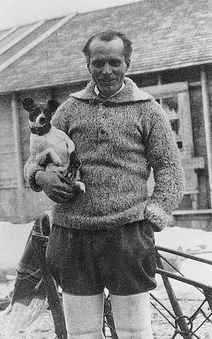 Umberto Nobile - Umberto Nobile and his dog Titina in 1926