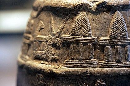 A coroa de chifres em um trono, sinal de Enlil