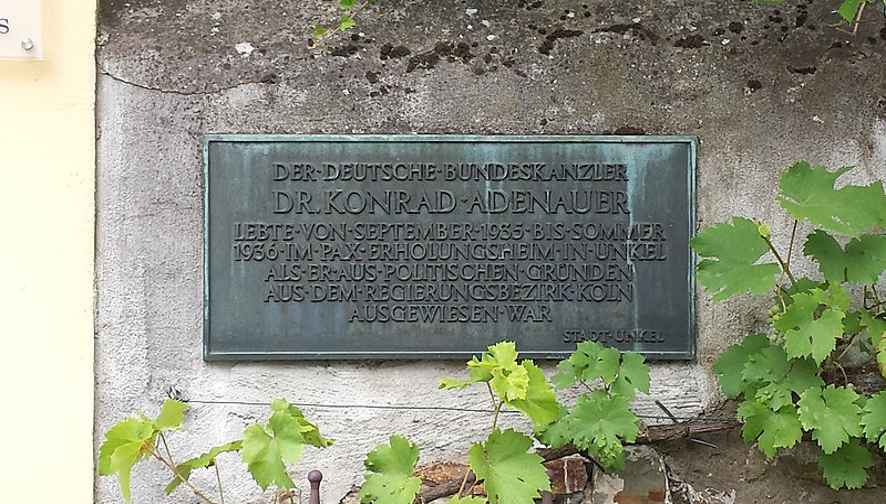 File:Unkel Kirchstraße 6 PAX-Erholungsheim Informationstafel Adenauer.jpg