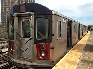 5 (New York City Subway service) - Image: Uptown R142 5 train