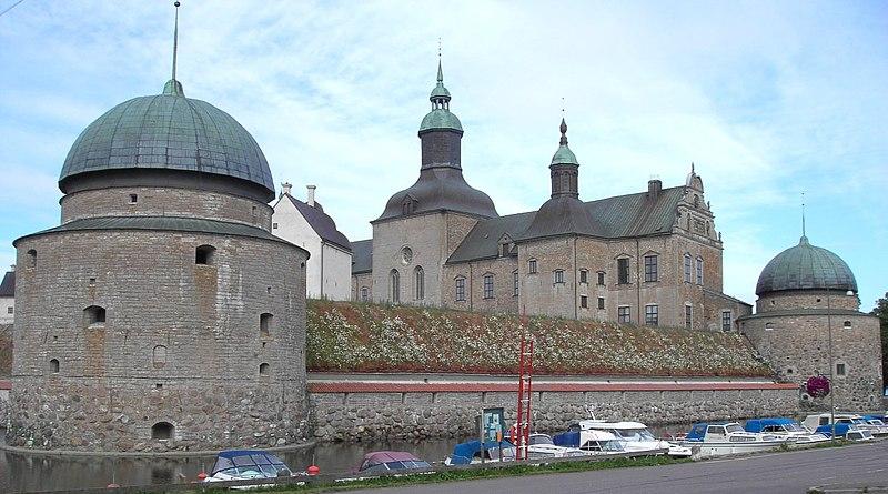File:Vadstena slott, norra sidan, juni 2005.jpg