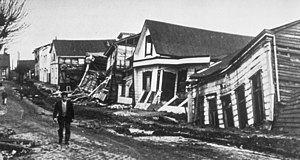 1960 Valdivia earthquake - A Valdivia street after the earthquake of 22 May 1960