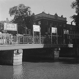 Verkiezingen 1946. Verkiezingscampagne. Affiches (op bruggen) te Amsterdam, Bestanddeelnr 901-7358.jpg