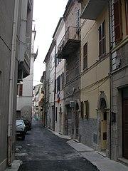 http://de.wikipedia.org/w/index.php?title=Bild:Via_Labirinto_San_Benedetto_del_Tronto.jpg&filetimestamp=20061006230458