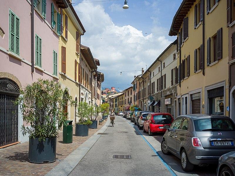File:Via Trento a Borgo Trento Brescia.jpg