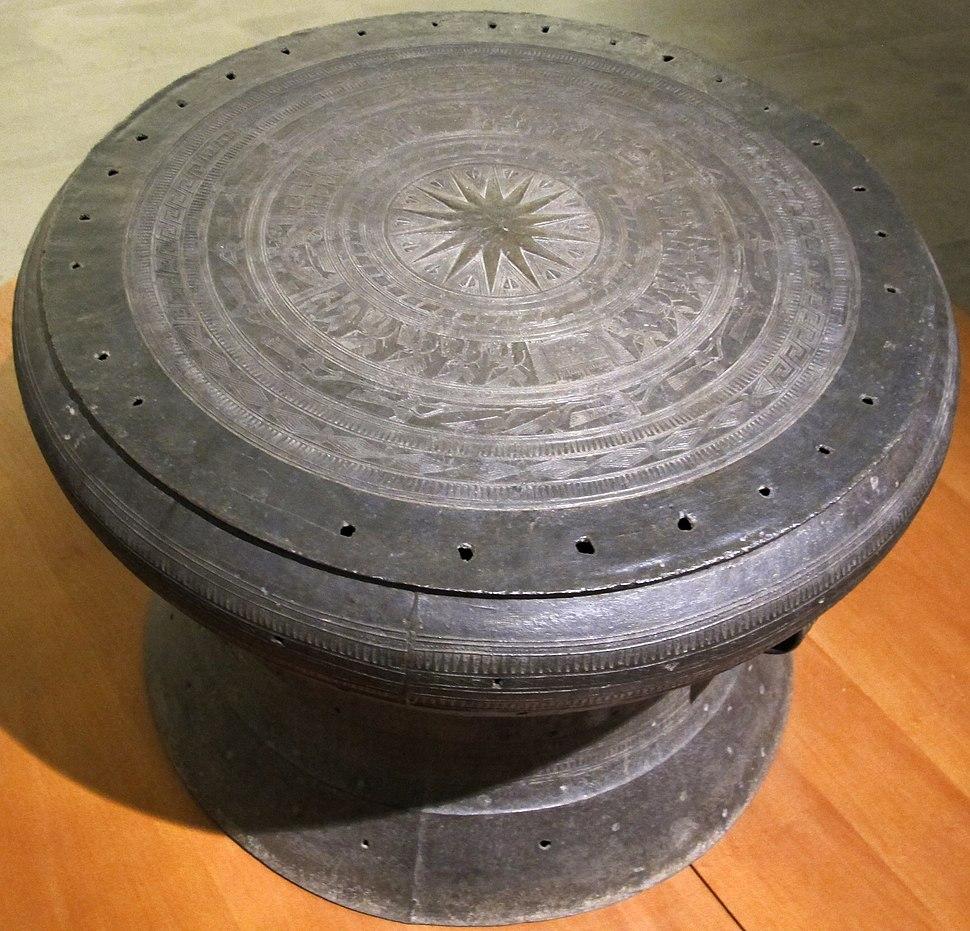 Vietnam, tamburo di song da, detto tamburo Mouli%C3%A9, cultura di S%C3%B4ng D%C3%B4ng Son II, I millennio ac. 01