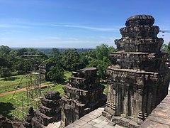 View from Phnom Bakheng (southeast).jpg