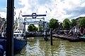 Visitors on the bridge (14282660676).jpg