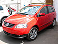 Volkswagen Suran 1.6 Highline 2008 (13803372154).jpg