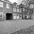 Voorgevel huisje tussen de gebouwen A en B. - Leiden - 20135171 - RCE.jpg