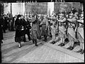 Voyage à Paris des Souverains d'Afghanistan - le roi et la reine au Poilu Inconnu, 1928.jpg