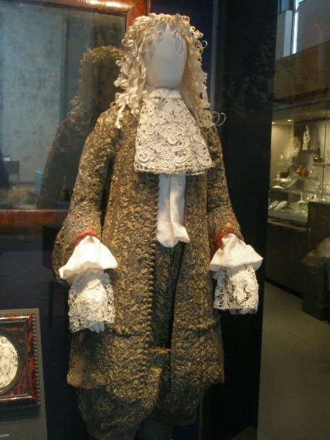 WLA vanda Wedding suit of James II 2