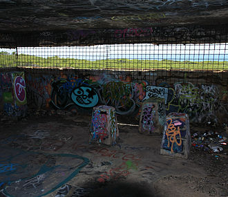 Vandalized World War II bunker (Inside the observation post) WWIIBunkALaPeruseNSW0133.JPG