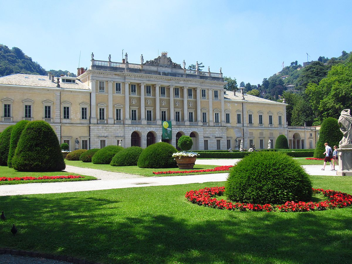 Italian Luxury Villa With Pool