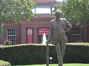 Winton M. Blount - Image: Winton Blount Statue