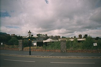 Wolverhampton Low Level railway station - A general view of the southern end of Wolverhampton lower level station  in the year 2000.