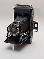 Zeiss Ikon Nettar 515-2 folding camera.jpg