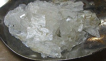 English: Zinc acetate crystallized by slow eva...