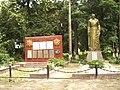 Братська могила радянських воїнів і партизанів. Поховано 233 воїни і 3 партизани.jpg