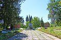 Вороновиця, Братська могила і пам'ятник воїнам-односельчанам загиблим на фронтах ВВВ, біля Будинку культури.jpg