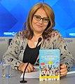 Елена Пинджоян со своей книгой (cropped).jpg