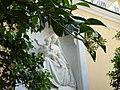 Мадонна с младенцем - работа скульптора Витали. Дворец Коттедж.jpg