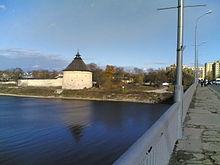 Покровская башня у моста.jpg