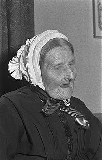 110e verjaardag Chrissemeue met nichtje 5e graad Sylvia Nijwold, Bestanddeelnr 910-7208.jpg