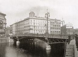 Weidendammer Brücke, Hermann Rückwardt [Public domain], via Wikimedia Commons