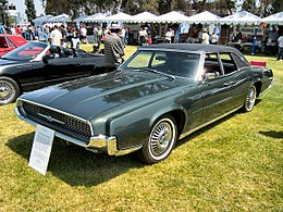 Una Ford Thunderbird Berlina del 1967