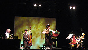Alexander Hacke - Image: 2007 05 24 Hacke and Tiger Lillies live