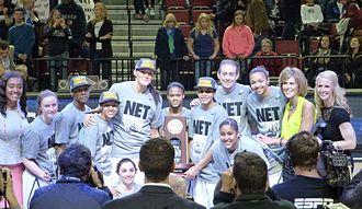 2013–14 Connecticut Huskies women's basketball team - UConn women's basketball team posing with Lincoln Regional trophy