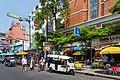 2016 Bangkok, Dystrykt Phra Nakhon, Ulica Khaosan (11).jpg