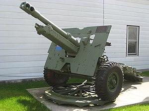 Ordnance QF 25-pounder - Ordnance QF 25-pounder gun mounted on its firing platform in Dundas, Hamilton, Canada