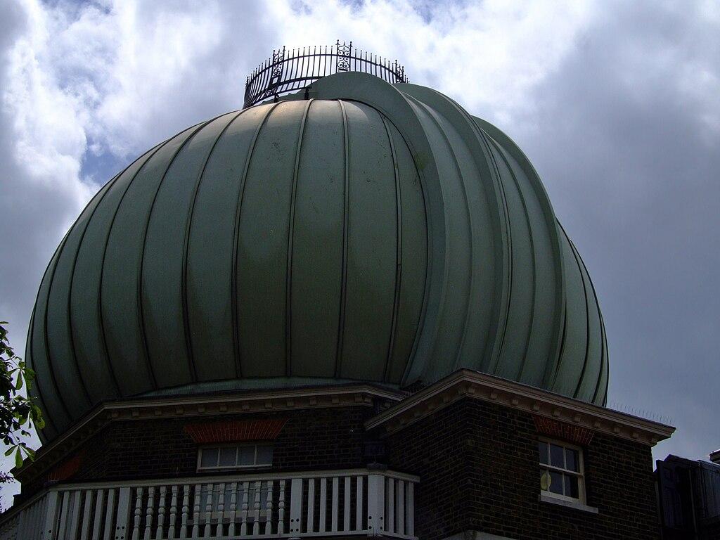 File:28 inch telescope dome, greenwich.jpg - Wikimedia Commons