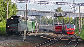 3 trains meet at line, Kurskoe direction, Moscow (16772878889).jpg