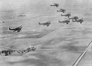 Airco DH.4 - A formation of DH-4s in flight