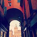Accesso a Piazza Maggiore da via delle Pescherie Vecchie.jpg